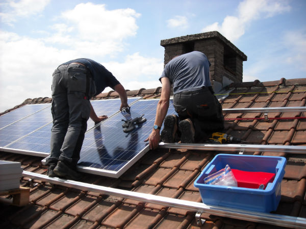 solar-panels-943999