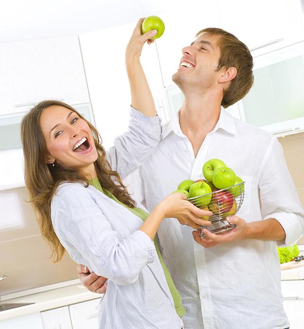 Nainen ja mies omenat